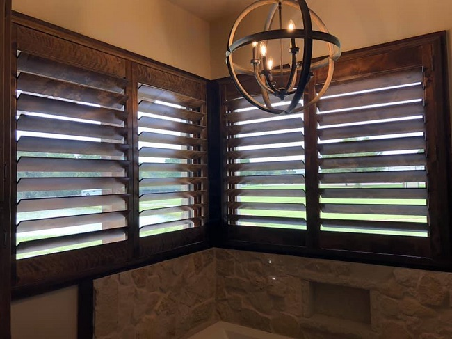 Improving Your Sunroom? 3 Reasons to Get Wood Shutters