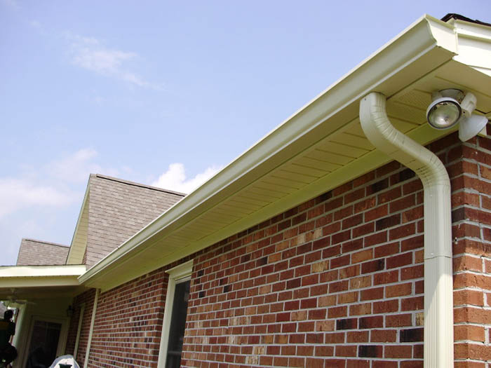 Time for a Change? 4 Reasons You Need Seamless Gutters