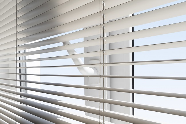 The Benefits of Lift & Lock™ Cordless Blinds
