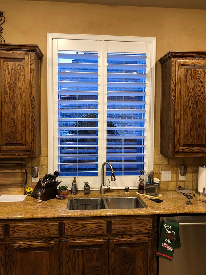 Choosing The Right Kitchen Sink Window Treatment For Your Needs